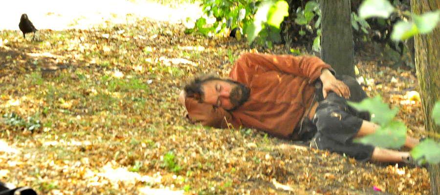 Mariusz Gesek tygodniami leżał przy śmietniku. W końcu zmarł