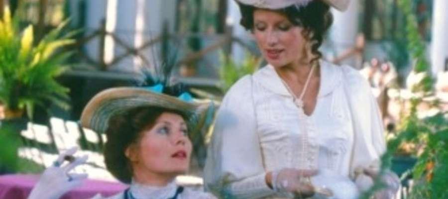 """Aktorka zagrała w wielu filmach, m. in. w """"Komediantce"""". Na zdjęciu z Grażyną Szapołowską"""