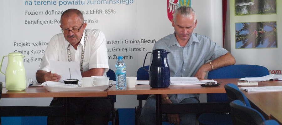 Przewodniczący Jerzy Rzymowski odczytał pismo Zbigniewa Białczaka. Wyjaśnienia widać usatysfakcjonowały radę, gdyż tematu nie podjęła