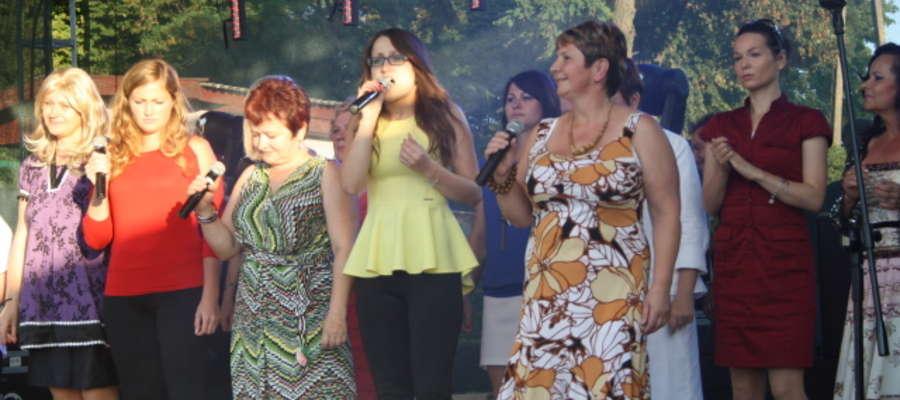 Na scenie zaprezentowało się 15 osób, które wcześniej brały udział w warsztatach wokalnych