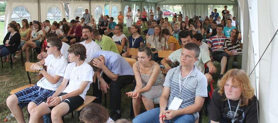 Młodzież podczas sobotniego koncertu Tomasza Kamińskiego