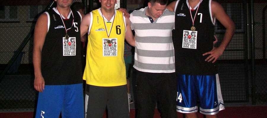 Drużyna Piszpan Józef z Iławy, zwycięzcy turnieju koszykówki