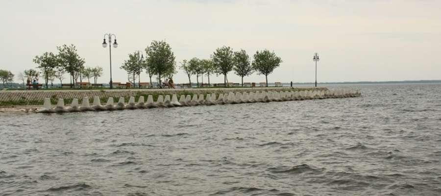 Giżyckie molo obok plaży miejskiej. Zdjęcie jest tylko ilustracją tekstu