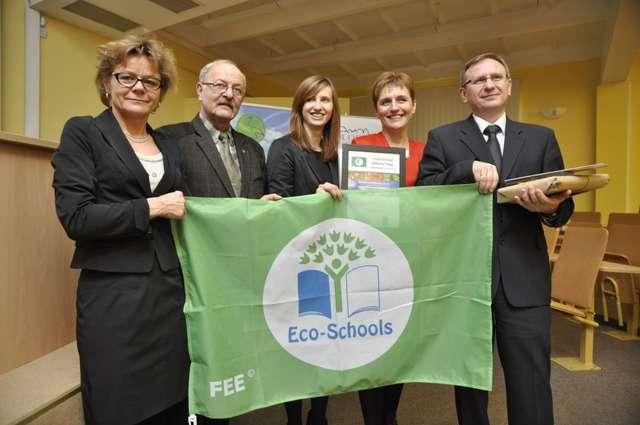 Wśród tegorocznych laureatów certyfikatu znalazła się Szkoła Podstawowa w Małdytach, która to wyróżnienie zdobyła także w 2012 roku - full image