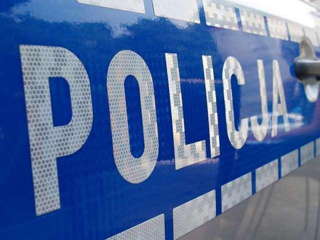 Policja kontroluje autobusy szkolne - full image