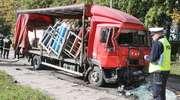 Wypadek w Olsztynie. Samochód ciężarowy uderzył w autobus