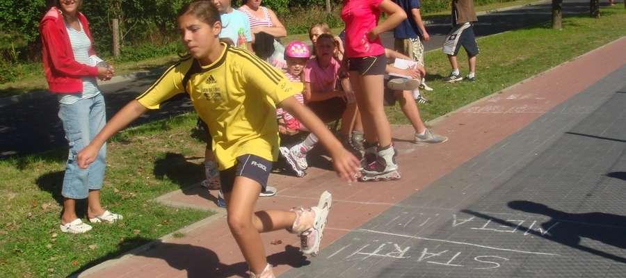 W ramach imprezy odbyły się następujące konkurencje: skok w dal, bieg na 60 metrów, konkurs rzutów do kosza, mecz piłki nożnej i wyścig na rolkach