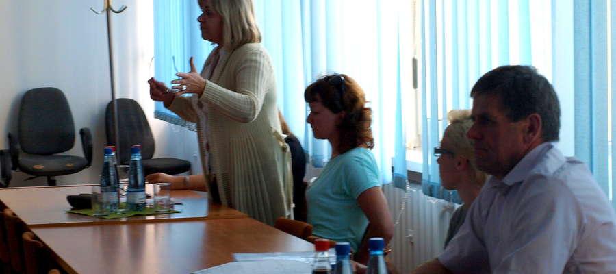 Mieszkańcy Dąbrowy przedstawili swój problem ze śmieciami radnym