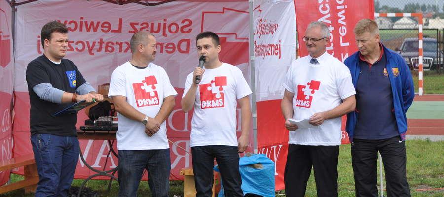 Na początku festynu przemawiał przewodniczący żuromińskiego SLD Marek Budzich