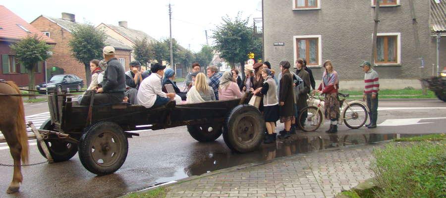 Korowód inscenizował ucieczkę Polaków przed wojenną zawieruchą