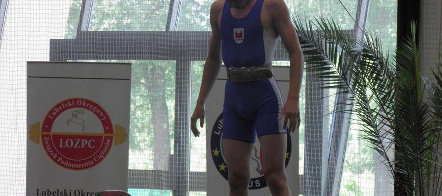 """Łukasz Łęgowski poprawił swoją """"życiówkę"""" o kolejne 4kg uzyskując w dwuboju 187kg (80 107)"""