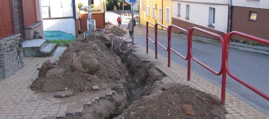 Obecnie roboty ziemne trwają m.in. na ul. Jeziornej