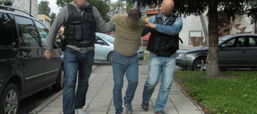 Tadeusz S. doprowadzany do prokuratury. Mężczyzna przyznał się do zabójstwa żony