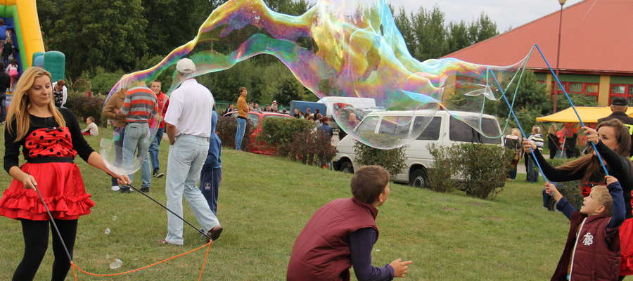 Dla dzieci największą atrakcją był dmuchany plac zabaw i wielkie bańki mydlane