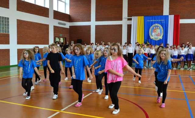 Szkoła Podstawowa nr 3 w Olecku ma 50 lat! - full image