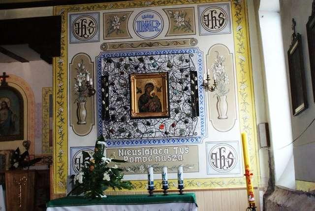 Ołtarz w kościele pw. Najświętszego Serca Pana Jezusa w Orzyszu - full image