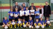 Młodzi piłkarze obdarowani sprzętem sportowym