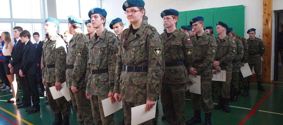 Pierwszaki z klasy wojskowej otrzymali dyplomy