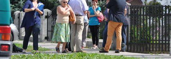 Urzędnicy z Mławy podczas wizji lokalnej na ulicy Szpitalnej
