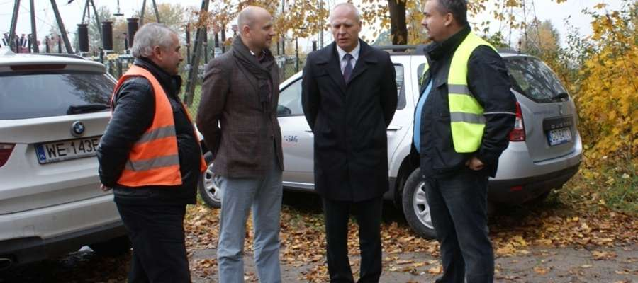 W dniu 14.10.2013 roku w Piotrowcu, w obecności inwestora, wykonawcy, inżyniera kontraktu oraz przy honorowym udziale Burmistrza Pieniężna, p. Kazimierza Kiejdo,  odbyło się przekazanie placu budowy pod stację elektroenergetyczną 30/110kV