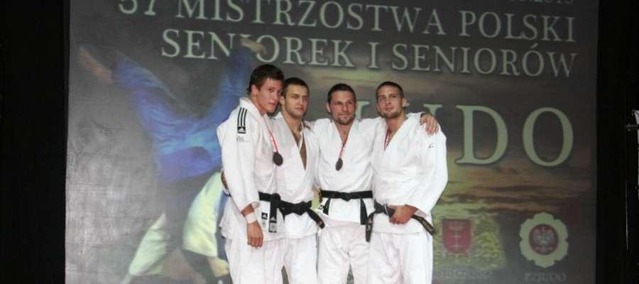 Paweł Urban (trzeci z lewej).