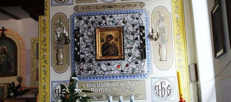 Ołtarz w kościele pw. Najświętszego Serca Pana Jezusa w Orzyszu