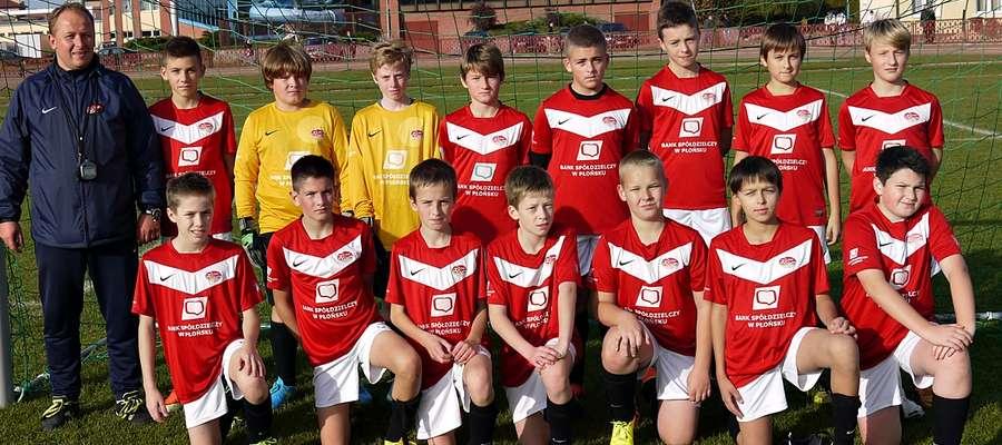 Chłopcy do lat 13, prowadzeni przez Tomasza Czyża, na własnym boisku ograli ekipę z Przasnysza - kliknij na foto, aby powiększyć