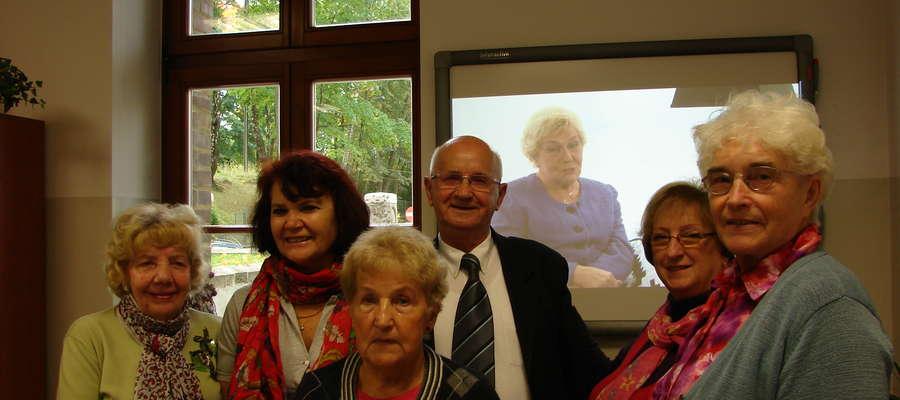Studenci Uniwersytetu III Wieku na wirtualnym spotkaniu z Barbarą Lipowską