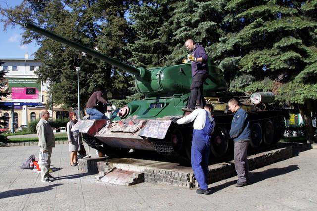 """Ostatnie pociągnięcia pędzli - czołg dzisiaj wygląda """"po czołgowemu"""" - full image"""