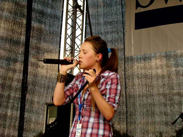 Młoda wokalistka u progu kariery? Hona czeka na wasze filmy - full image