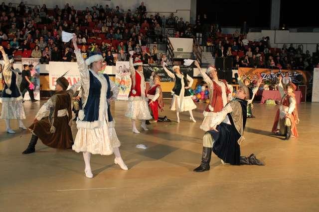Uczcili tanecznie Święto Niepodległości w hali Urania - full image