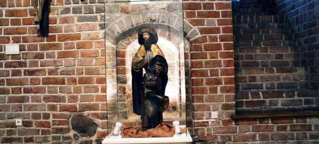 Rzeźba św. Jakuba Starszego to jeden z najcenniejszych eksponatów muzeum. Rzeźba powstała latach 1510 – 1520. - full image