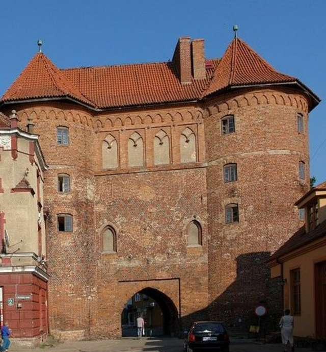 Wysoka Brama w Lidzbarku Warmińskim do dziś wygląda imponująco - a to tylko fragment dawnej budowli. - full image