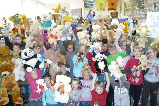 Dzieci lubią misie, misie lubią dzieci - full image