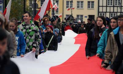 Święto Niepodległości w Elblągu. Przemarsz z flagą, inscenizacje historyczne i koncerty