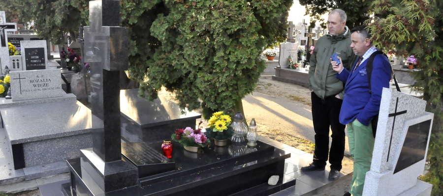 Po cmentarzu w Bieżuniu oprowadzał mnie Jerzy Piotrowski kierownik Muzeum małego Miasta w Bieżuniu