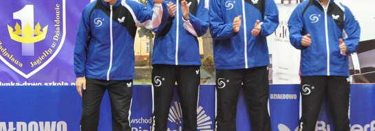 Żuromiński szkoleniowiec Piotr Kołaciński (z lewej) ze swoimi podopiecznymi