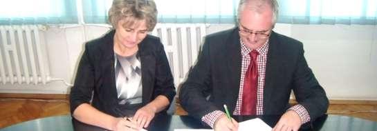 Po złożeniu podpisów przez burmistrza Zbigniewa Noska i dyrektor Renatę Drążewską, ulice Lidzbarska i Warszawska stały się drogami gminnymi