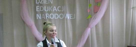 Dnia 14 października uczniowie klas V-VI, pod kierunkiem opiekuna Samorządu Uczniowskiego pani Beaty Tabaczyńskiej przygotowali program artystyczny