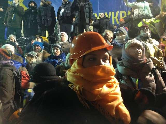 Euromajdan: obronili się wodą  - full image