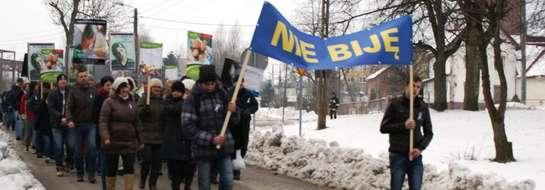 Tego dnia w południe ulicami Pieniężna przeszło ponad 300 osób protestując przeciw przemocy