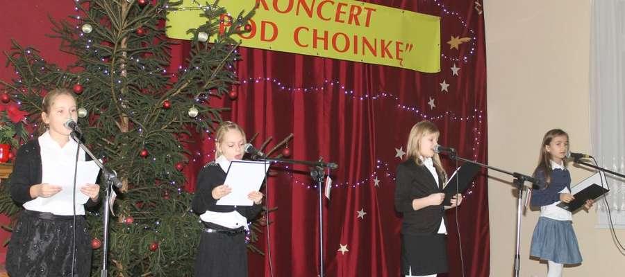 """Dnia 5 grudnia odbył się koncert """"Pod choinkę"""". Jego  głównym założeniem było  podziękowanie sponsorom za hojność i chęć niesienia radości naszym najmłodszym"""