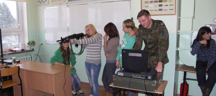 Szkolenie strzeleckie w ZSLiZ w Pieniężnie odbyło się szkolenie strzeleckie