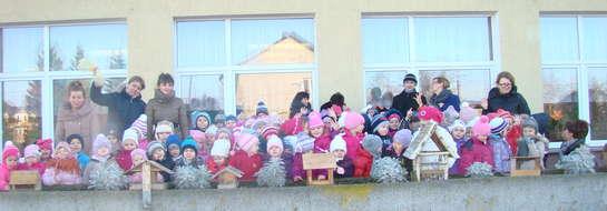 Przedszkolaki w akcji dokarmiania ptaków