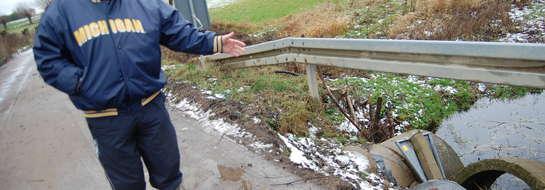 O remont i zabezpieczenie niebezpiecznego mostku sołtys Radgoszczy walczy z urzędnikami już 4 lata