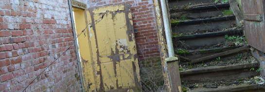 Budynek byłej szkoły jest w nieopłakanym stanie