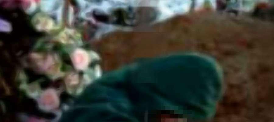 Kadr z filmu o grabarz