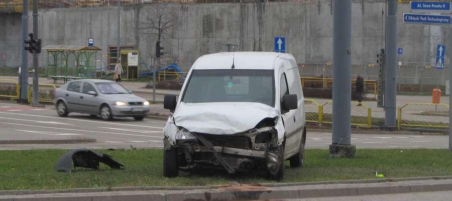 Kierowca tego opla jechał prawidłowo ul. Płk. Dąbka, kiedy wymusiłna nim pierwszeństwo kierowca fiata brava
