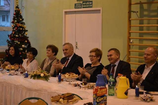 Spotkanie noworoczne Powiatowego Forum Młodzieży w Ekonomiku - full image