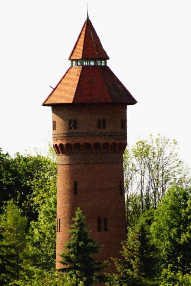 Zabytkowa wieża ciśnień w Pieniężnie - full image